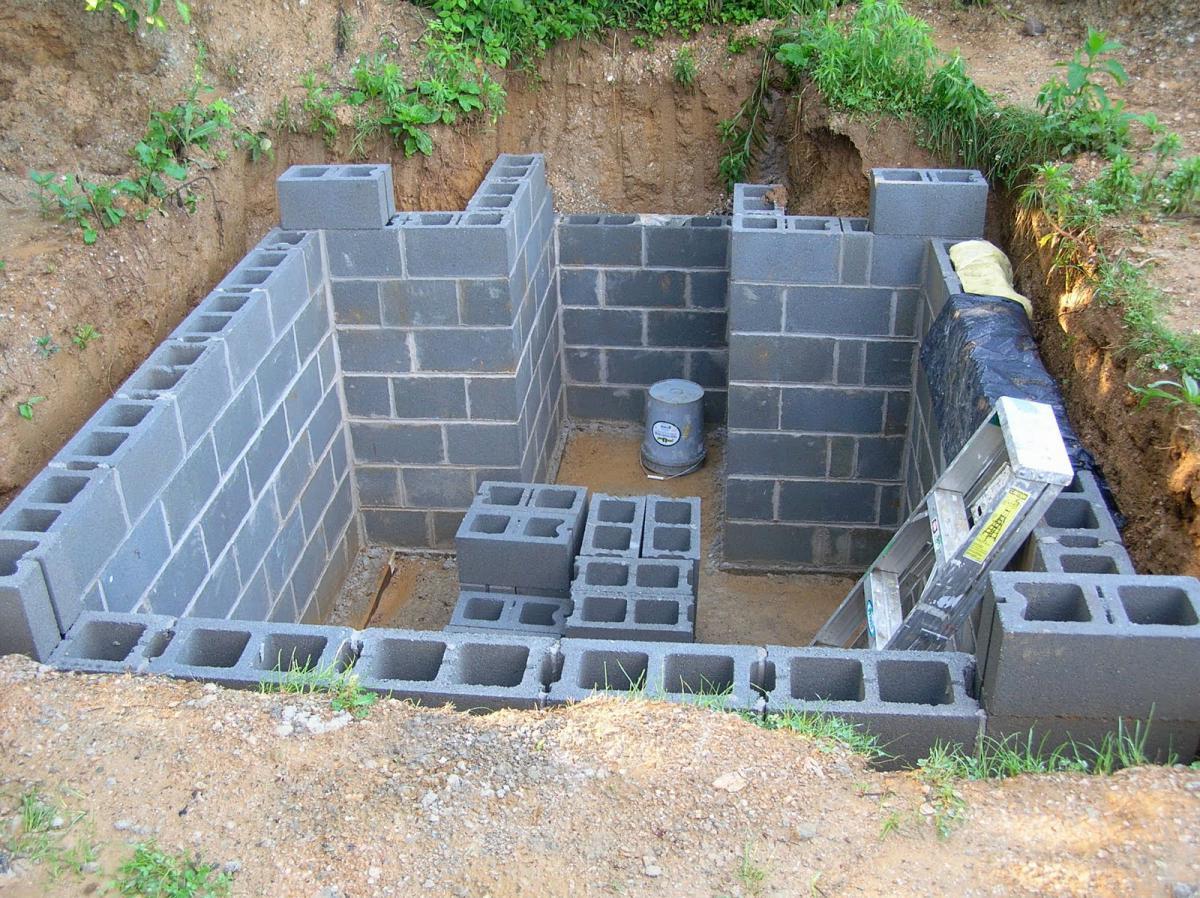 Строительство стен погреба