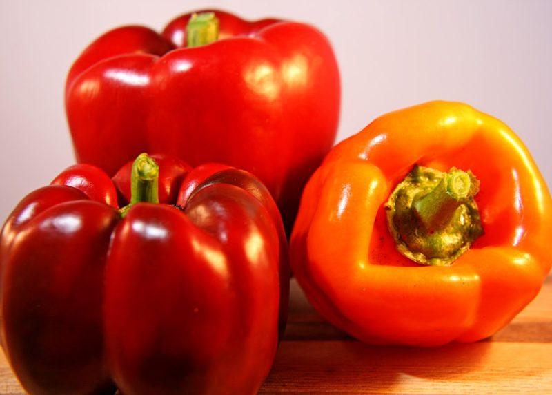 Сладкий или горький болгарский перец предпочтительнее употреблять в сыром виде