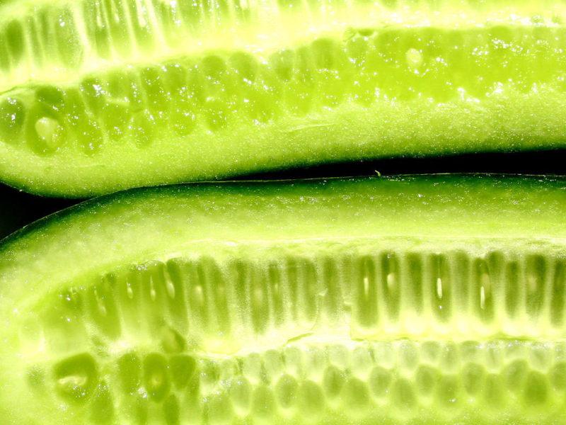 Огурцы со сладкой, не обладающая значительной плотностью мякотью и толстая, легко чистящаяся кожура