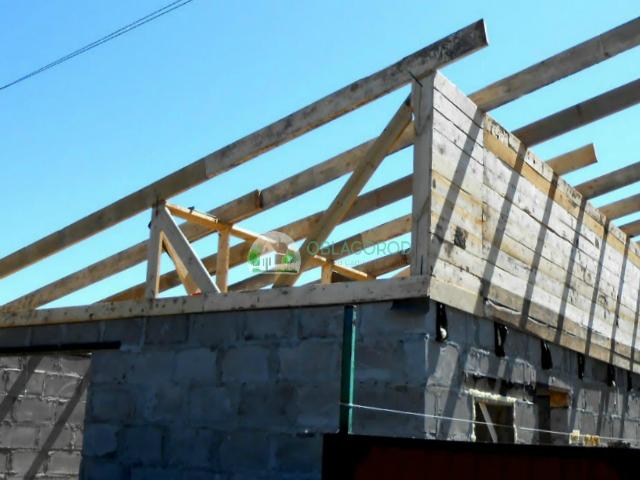 Крыша должна быть сделана под уклоном