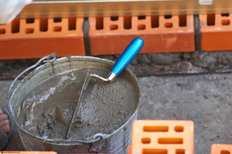 Цемент, песок и щебень для создания фундамента