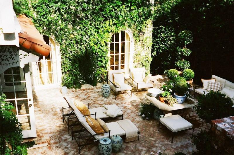 Создание патио в саду