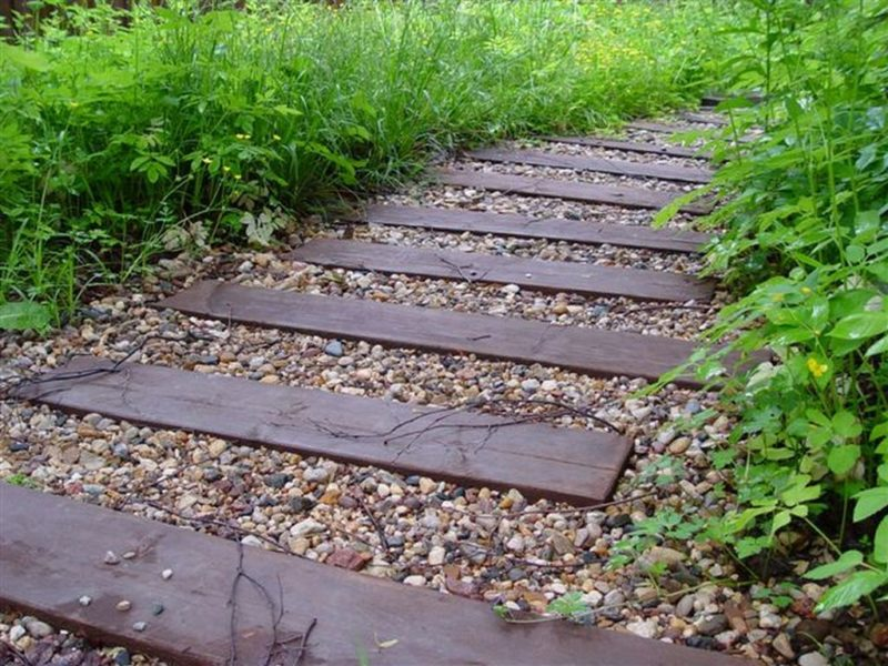 Мелкие камушки могут попадать с подошвы в дом